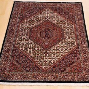 16008 Bidjar m/silke 176 x 112 Kr. 19.500,-