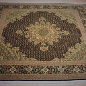 14018-87 Tæbriz M/Silke 259 x 245 Kr. 58.000,-
