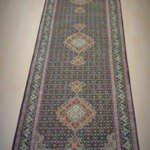 8023-77 Tæbriz m/silke 412 X 85 Kr. 29.000,-