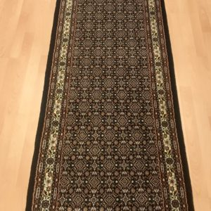 10157 Moud Sherkat m/silke 294 x 76 Kr. 13.800,-