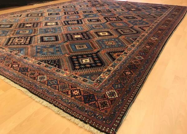 Flot persisk yalameh tæppe. Ægte tæppe i brun