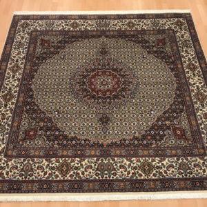 15070 Moud Sherkat m/silke 200 x 193 Kr. 18.900,-
