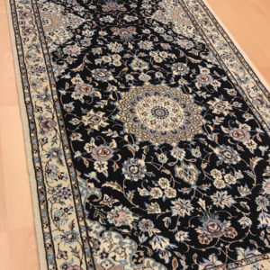 19009 Nain m/silke 193 x 72 Kr. 15.900,-